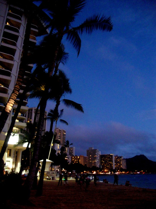 7.1295608796.waikiki-beach-at-sunset