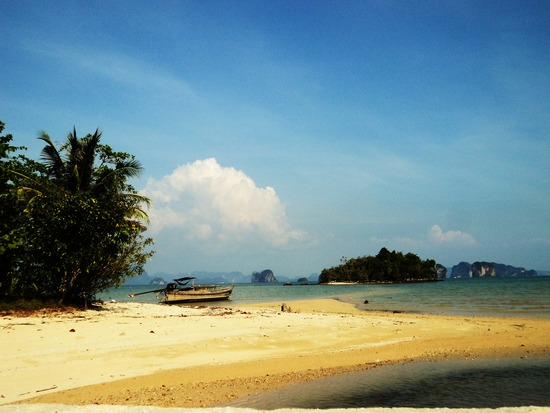 7.1296821872.the-beach-outside-my-hut